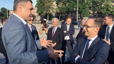 Maas besucht Frontlinie in der Ostukraine