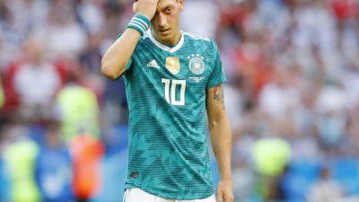 Özil bricht Schweigen via Twitter: «Brauche Zeit»