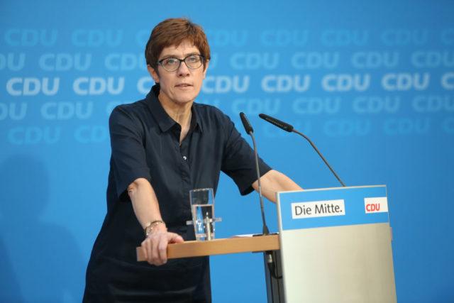 Streit in der CDU – Kritiker, die Merkels Rücktritt fordern, wurden zur Mäßigung aufgerufen