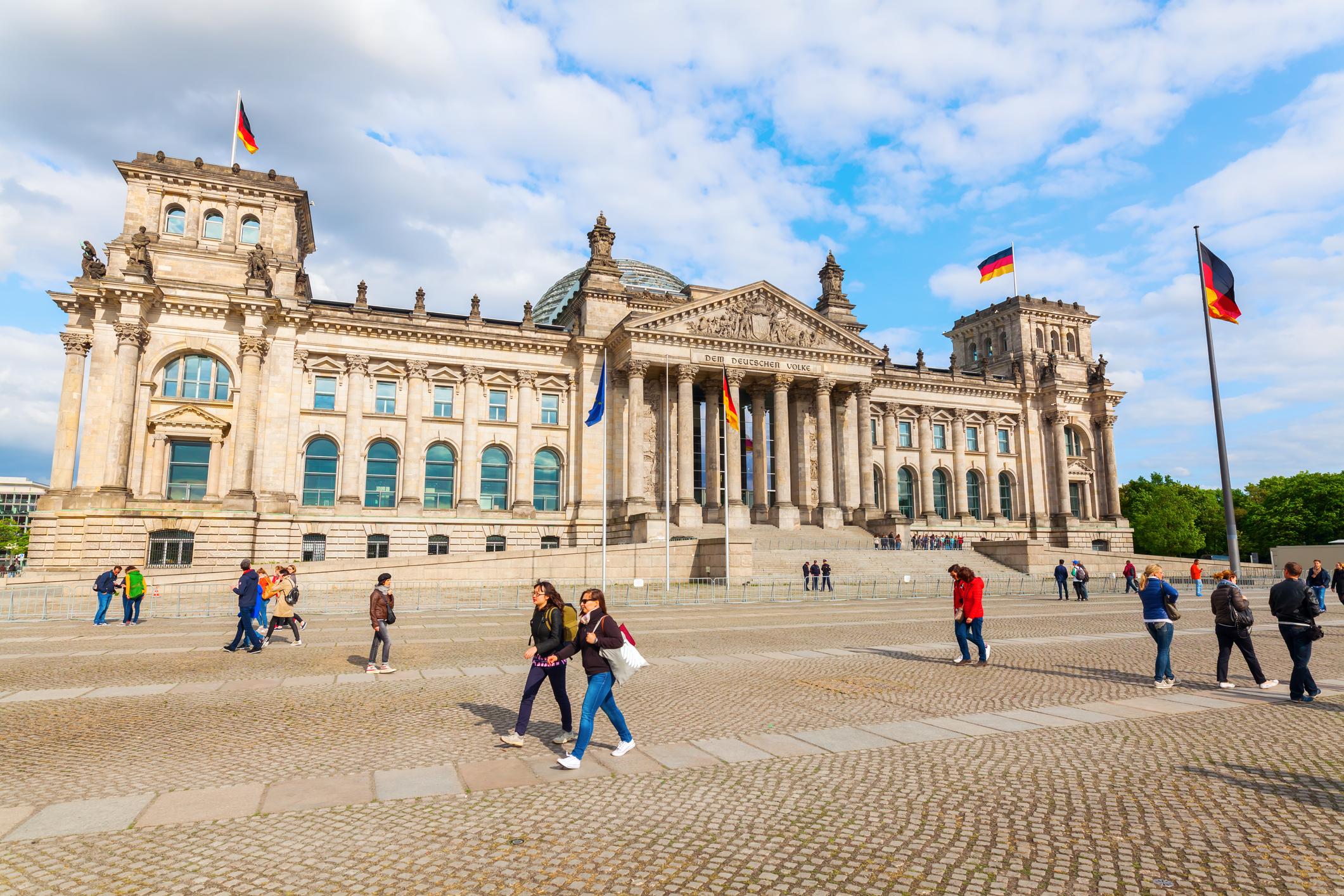 """Reichstag wird zur """"Festung"""": Ein """"Burggraben"""" und ein hoher Zaun zum Schutz"""
