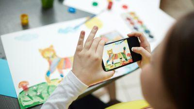 Soll es auch an deutschen Schulen ein Handyverbot wie in Frankreich geben? – Präsident der Kultusminister zweifelt