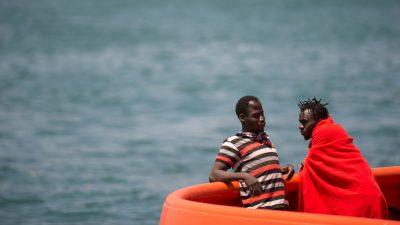 Über 700 Migranten im Mittelmeer geborgen und nach Europa gebracht