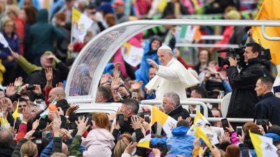 Papst besucht Irland und prangert tausendfachen Missbrauch an