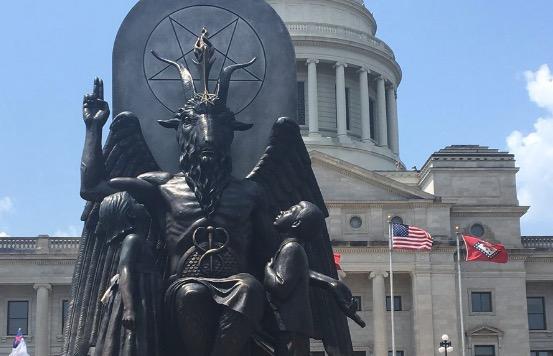 Baphomet-Tempelstatue vor dem Kapitol im US-Bundesstaat Arkansas