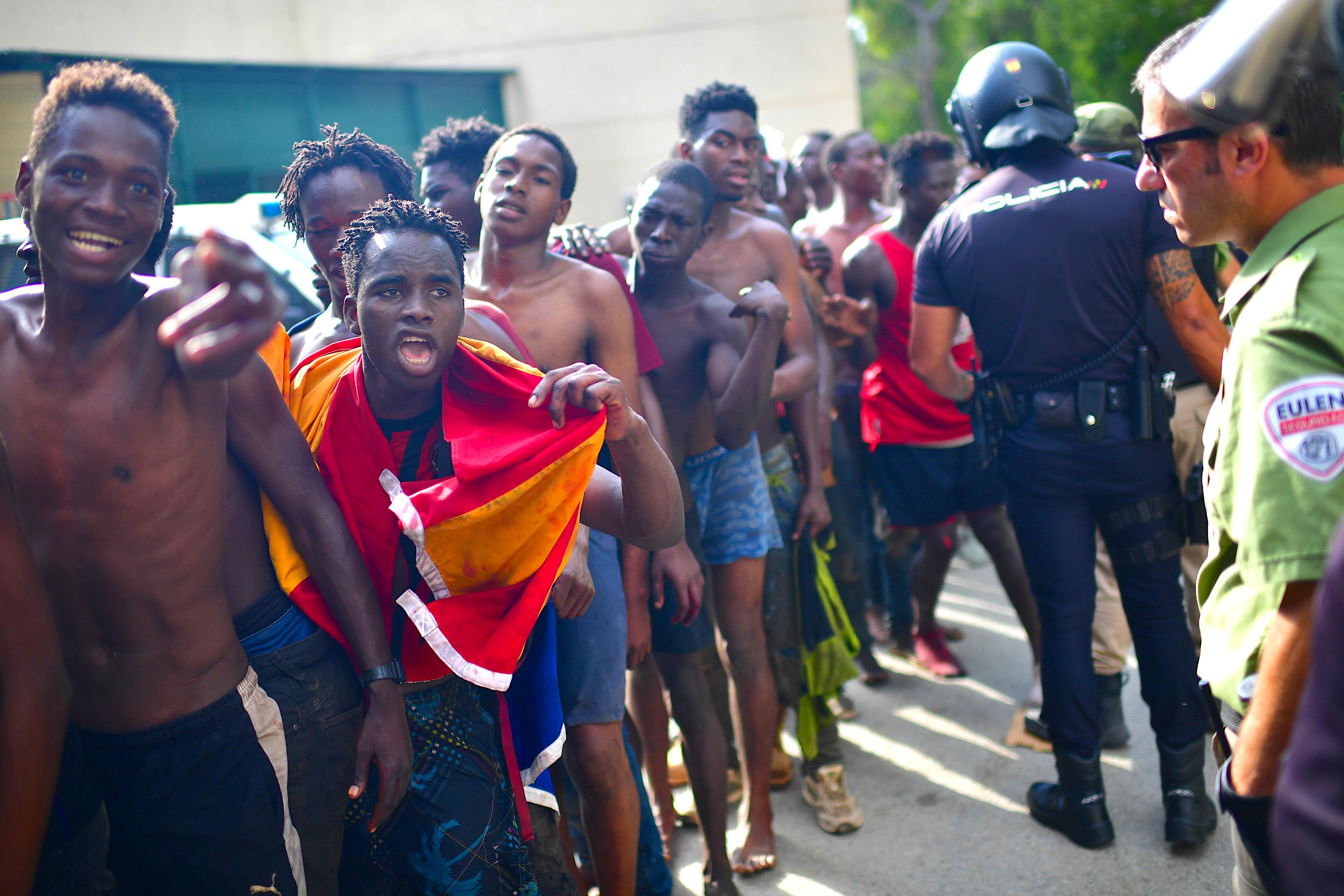 Rekordzahl von 5.000 Migranten erreicht spanische Exklave Ceuta