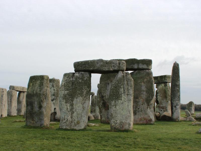 Geben gravierte Steintrommeln einen Hinweis auf die Erbauung von Stonehenge?