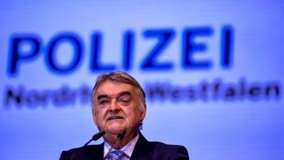 """""""Völlig indiskutabel"""": Innenminister Reul zur Mob-Attacke auf Polizisten in Hamm – Verdächtige wieder frei"""