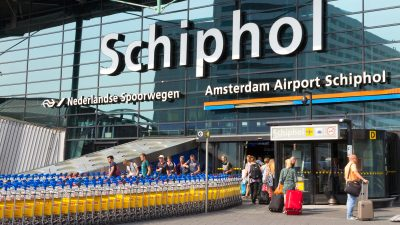 Niederländische Kampfjets begleiten Passagiermaschine nach Kampf im Flugzeug