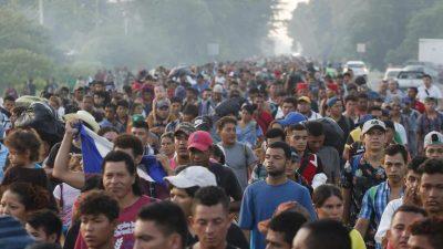 """Die """"Karawane"""" der Migranten: """"Das ist ein Angriff auf unser Land"""" – Trump alarmiert Grenzschutz und Militär für nationalen Notstand"""