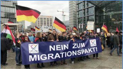 """Demo """"Nein zum Migrationspakt – Sicherheit für Deutschland"""": Gegendemonstranten rufen """"Deutschland verrecke"""""""