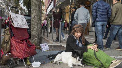 Teenager kauft mit seinem Wochenlohn Schuhe für eine Obdachlose – Zum Geburtstag