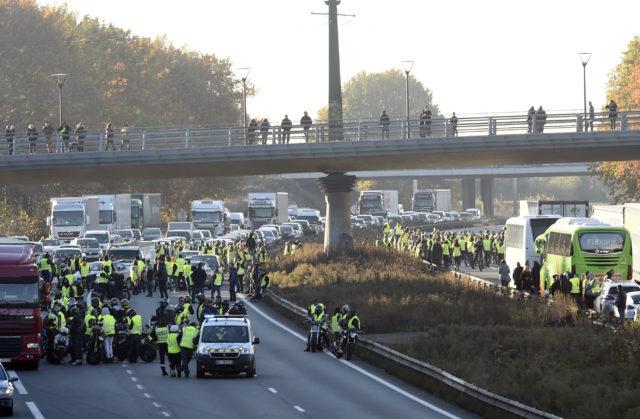 Frankreichs hohe Dieselpreise: Mindestens 200.000 Menschen unterwegs – 2000 Aktionen, eine Tote, mehrere Verletzte