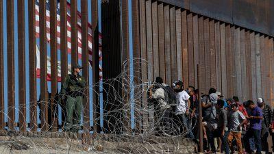 """Trump droht mit """"dauerhafter"""" Grenzschließung: Mexiko soll die """"fahnenschwingenden Migranten"""" zurück in ihre Länder bringen"""