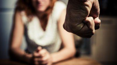 Kriminalstatistik 2017 zeigt: 147 Frauen starben durch (Ex-) Partner – Zusammenhang zur Massenmigration wird geleugnet