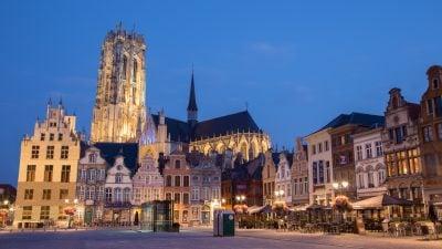 Ruf des Muezzins erstmals aus der bedeutensten Kirche Belgiens zu hören