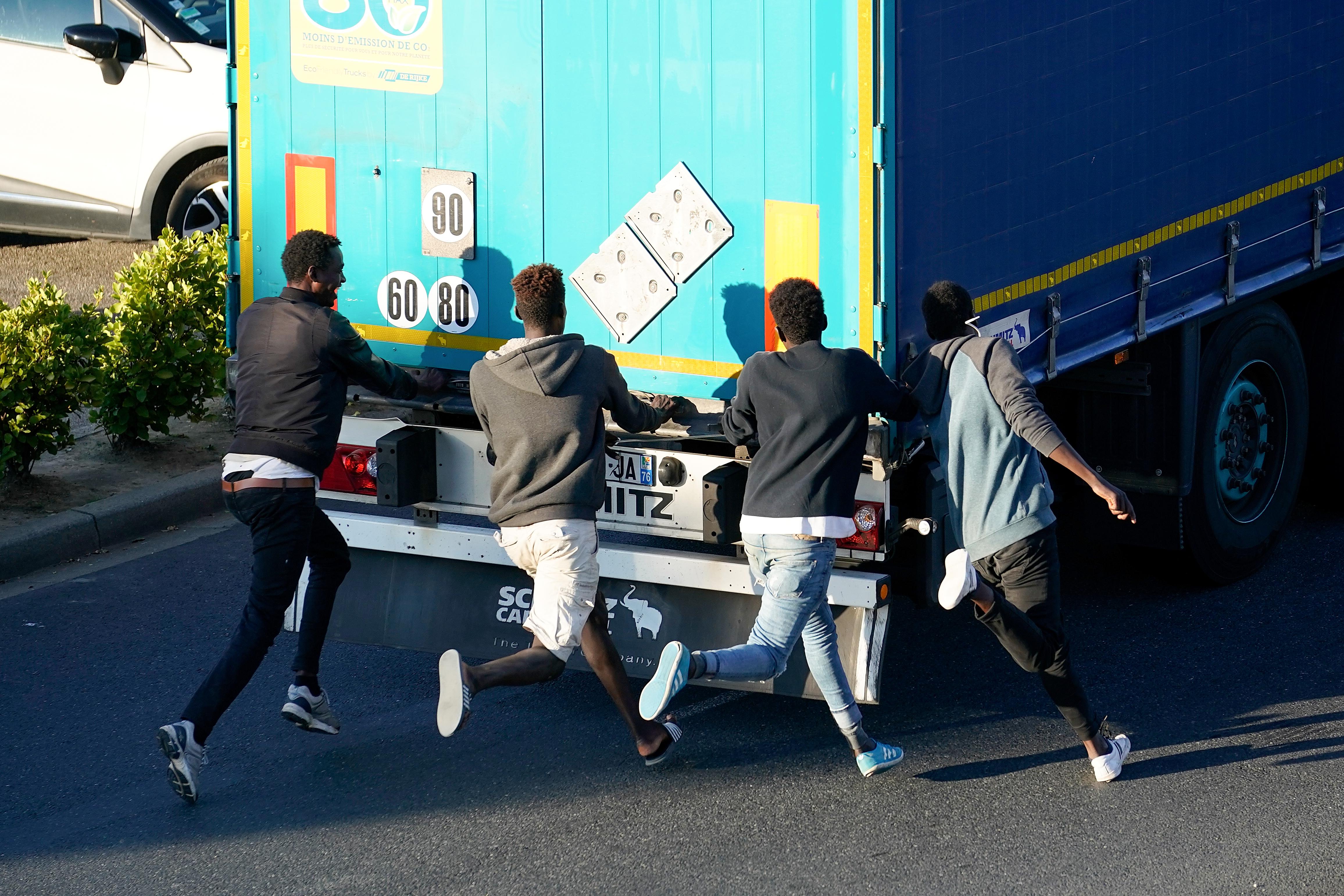 Rheinland-Pfalz: Sieben Migranten in Lastwagen entdeckt