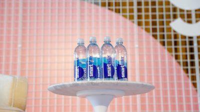 """""""Smartwater"""" von Coca-Cola erhält den Goldenen Windbeutel für dreisteste Werbelüge"""