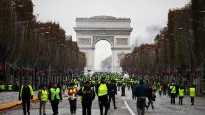 """""""Auf die Knie!"""": Französische Polizei behandelt protestierende Schüler wie Schwerverbrecher"""