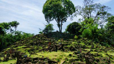"""Älteste Pyramide der Welt: Kontroverse Studie offenbart """"größte megalithische Stätte in Südostasien"""""""