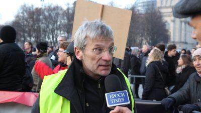 """Im Interview: Hans-Christoph Berndt von """"Zukunft Heimat"""" aus Berlin von der Demonstration gegen den UN-Migrationspakt"""