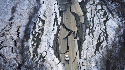 Schweres Erdbeben in Alaska beschädigt Häuser und Straßen