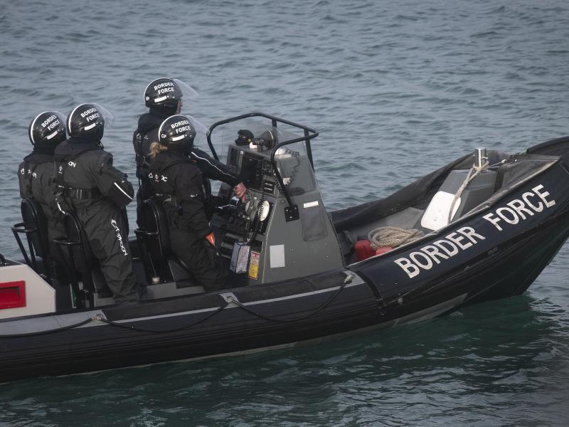 Großbritannien geht verstärkt gegen illegale Migration über den Ärmelkanal vor