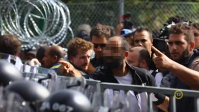 Illegale Migranten stürmten 2015 ungarische Grenze – Syrischer Anführer wird vorzeitig aus Haft entlassen