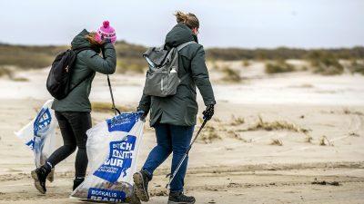 BILDER: An und in der Nordsee wird gezielt auf Grundlage von Berechnungen nach Containern gesucht