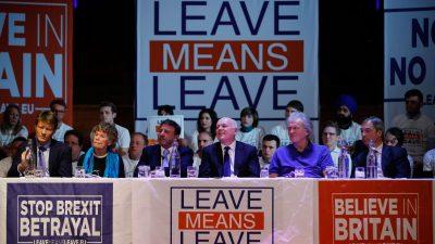 Brexit: Abgeordnete verschiedener Richtungen wollen May das Heft aus der Hand nehmen