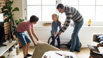 7 praktische Tipps wie Sie Ihre Kinder zum Aufräumen und Anpacken ermutigen