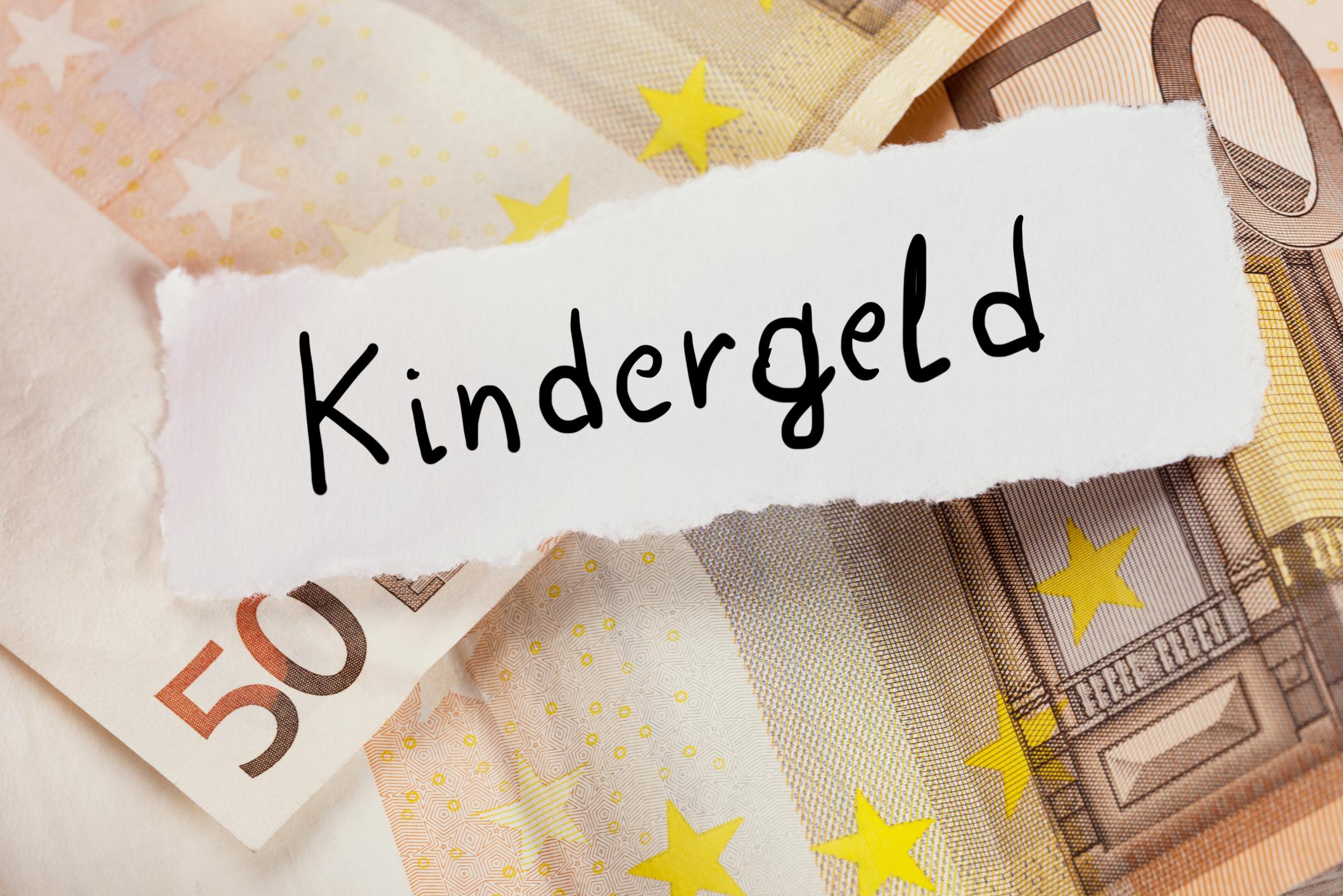 Pole bezieht Kindergeld in Polen und Deutschland – Jetzt muss er zurückzahlen