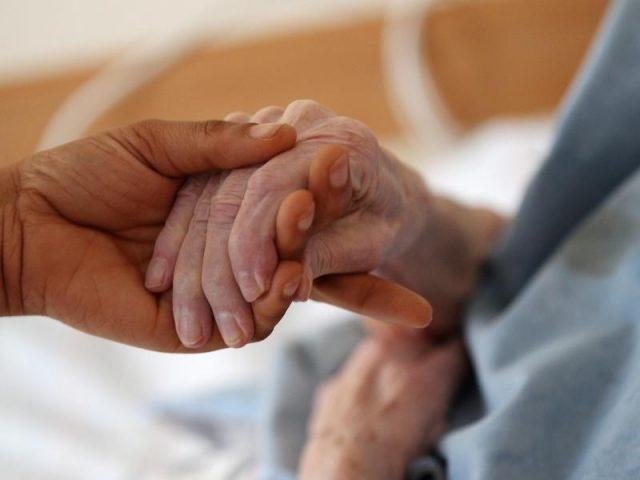 Besuchsverbot in schwedischen Altenheimen fällt