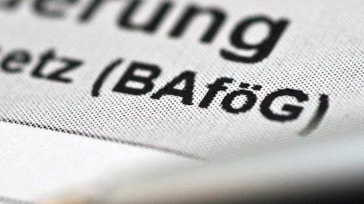 Staat zahlte für sogenanntes Aufstiegs-Bafög im vorigen Jahr 694 Millionen Euro