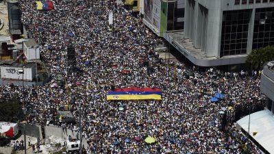Tausende Anhänger und Gegner Maduros demonstrieren in Venezuela