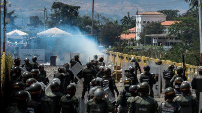 Venezuela: Hunderte Ex-Soldaten bereiten sich an Kolumbiens Grenze auf Einsatz gegen Maduro vor