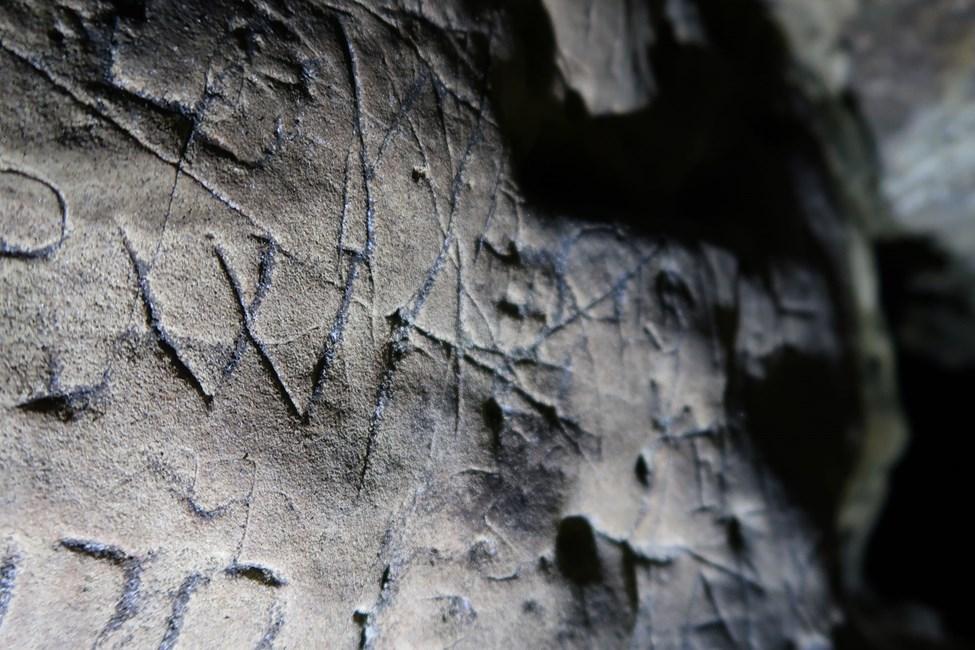 Englands älteste Höhlenkunst enthält Symbole, die böse Geister abwehren sollten