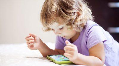 Abendliche Nutzung von Smartphones schadet dem Kinderschlaf