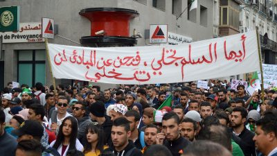 Algerische Regierung zieht die Semesterferien vor, damit Studenten aufhören zu protestieren
