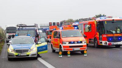A71 am Dreieck Suhl voll gesperrt: Plötzlicher Graupelschauer – Massenkarambolage mit 25 Verletzten und 50 Autos