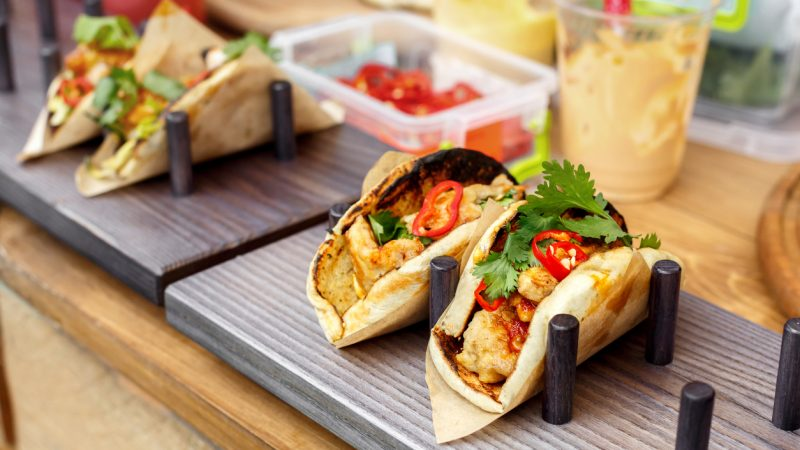 Frisch zubereitete Tacos an einem Imbiss. Foto: iStock