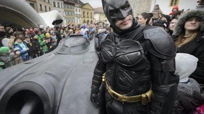 Nach Mobbing in der Schule: Batman begleitet 3-Jährige auf dem Schulweg