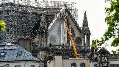 """Rätsel zur Brandursache Notre-Dame – Bauunternehmer: """"Unsere Werkzeuge sind Hämmer und 22er Schlüssel"""""""