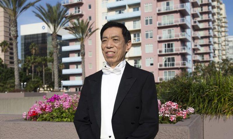 Shen Yuns gefeierter Tenor Guan Guimin singt, um unser Bewusstsein zu erwecken