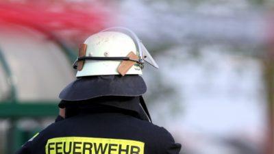 Brandanschlag in Berlin-Kreuzberg: Feuerteufel fackeln Bundespolizei-Fahrzeug ab – Polizeilicher Staatsschutz ermittelt