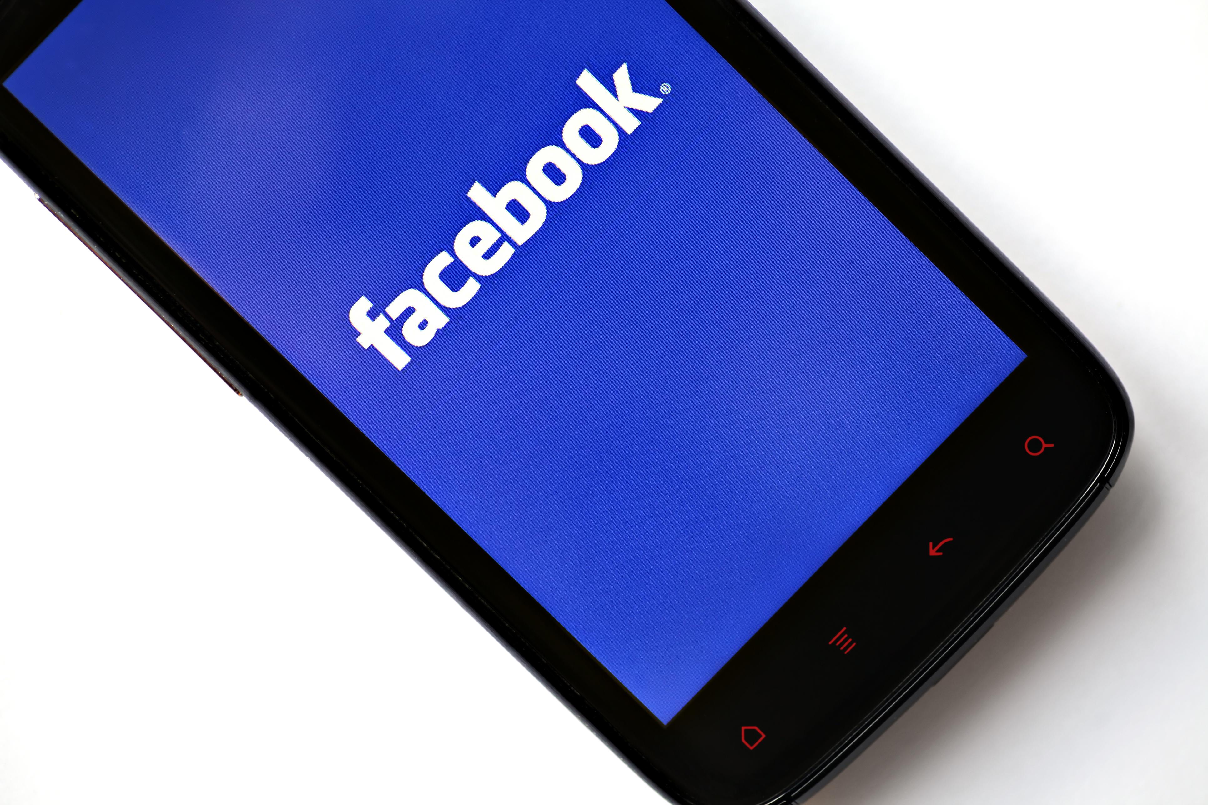 Twitter und Facebook sperren Konten von Bolsonaro-Unterstützern