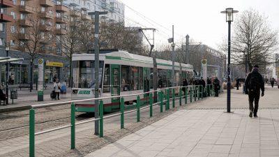 Magdeburg: Schülerin und Student in Straßenbahn schwer verletzt – Syrer entgeht trickreich der Verhaftung