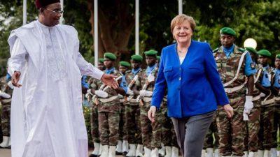 Kanzlerin Merkel sagt Niger Hilfe im Kampf gegen Instabilität zu