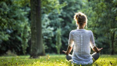 """Albert Einstein: """"Durch Meditation fand ich Antworten, bevor ich überhaupt die passenden Fragen stellte"""""""