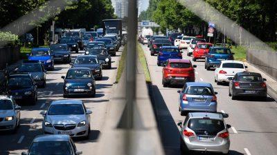 Pfingst-Reisewelle beginnt: Erste Staus auf den Straßen