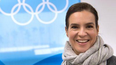 Eiskunstlaufstar Katarina Witt beim Dresdner SemperOpernball in St. Petersburg geehrt